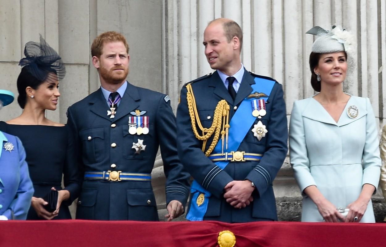 Prințul William și Prințul Harry alături de Ducesa de Cambridge și Ducesa de Sussex, în timpul unei festivități organizate la Palatul Buckingham