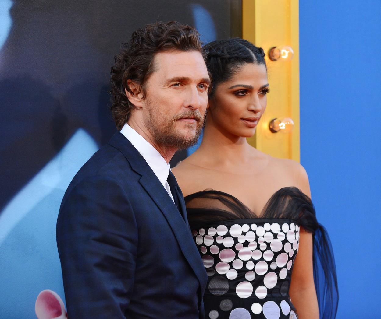 Matthew McConaughey și Camila Alves McConaughey la premiera filmului Sing