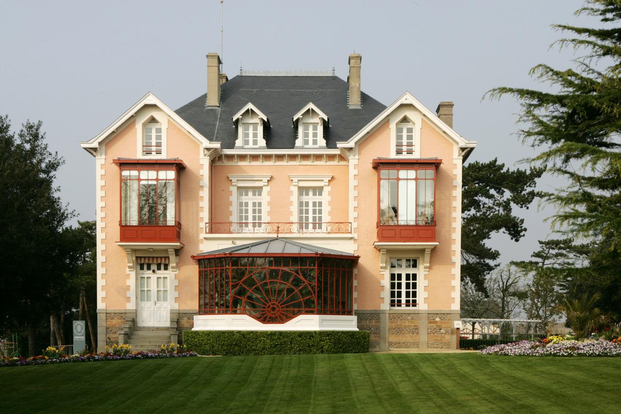 Clădirea Muzeului Christian Dior este pe lista de muzee dedicate modei