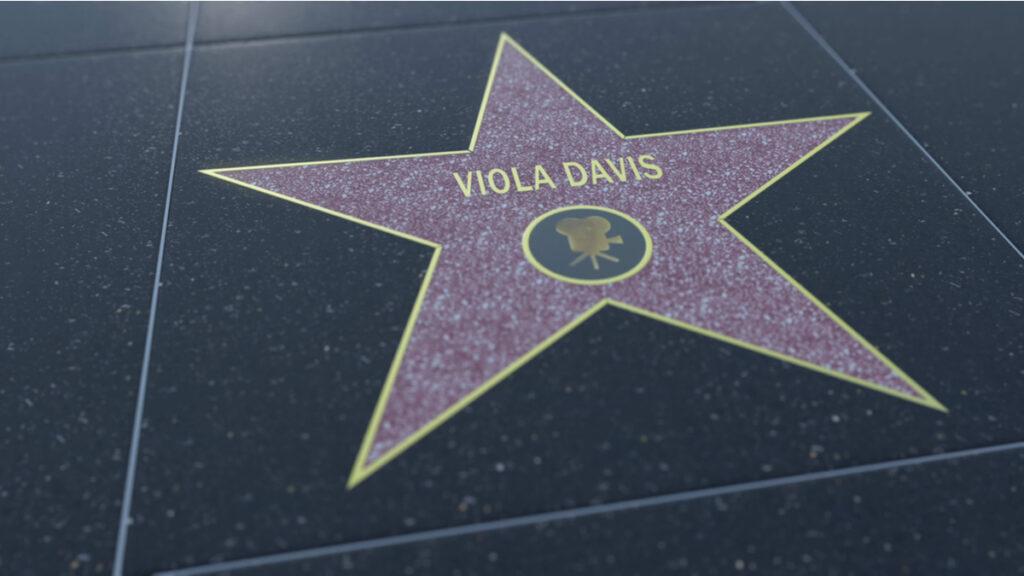Steaua cu numele Violei Davis pe aleea celebrităților Walf of Fame