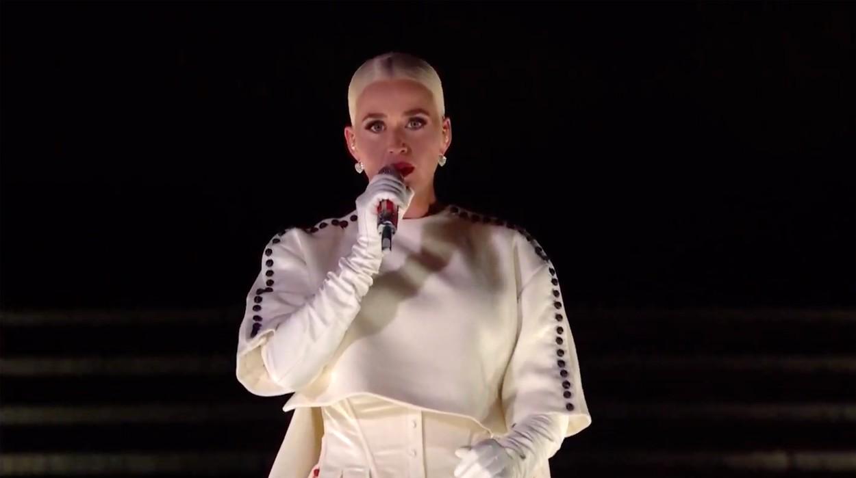 Katy Perry a interpretat piesa Firework la finalul concertului din timpul ceremoniei lui Joe Biden