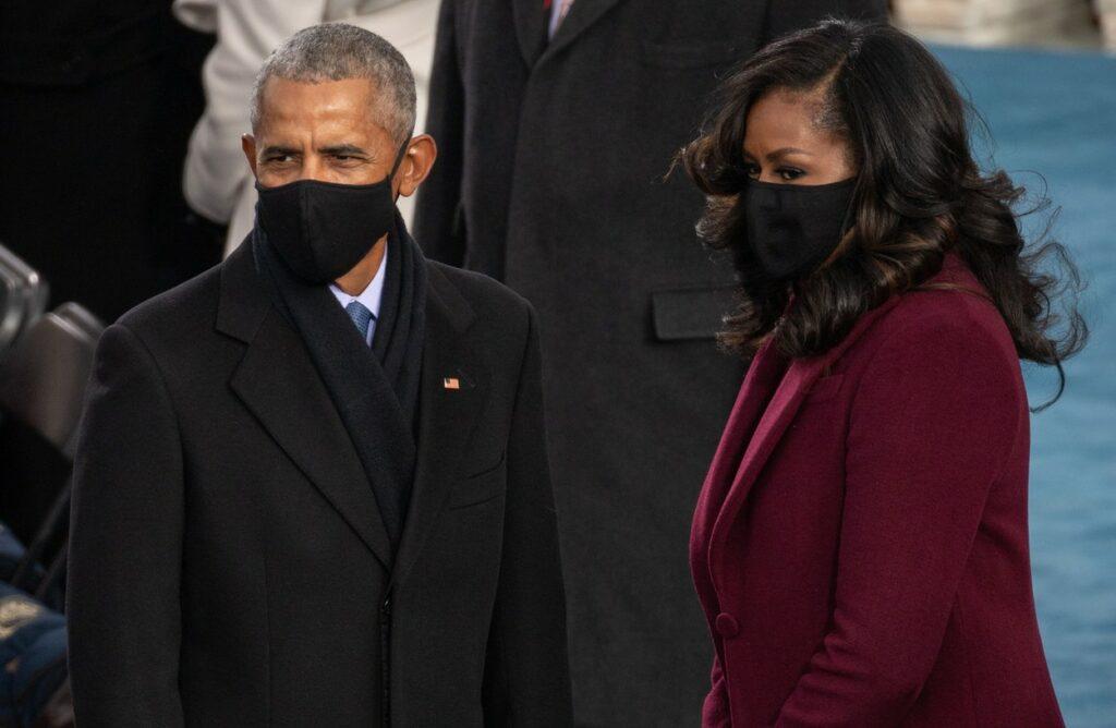 Michelle Obama, într-o ținută vișinie la ceremonia de învestire a lui Biden