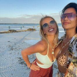Nicole Scherzinger și sora sa, imagine în costum de baie, din vacanță