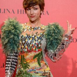 Ursula Corbero, la un eveniment Vogue, pe covorul roșu