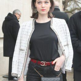Anamaria Vartolomei, la un eveniment grandios al casei de modă Chane, purtând emblematica jachetă a brandului