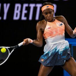 Coco Gauff, într-o ținută cu nuanțe de portocaliu și albastru, la Australian Open 2021