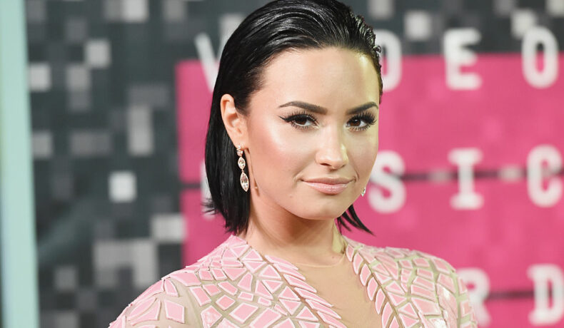 Demi Lovato la MTV Video Music Awards din 2015, la Microsoft Theater