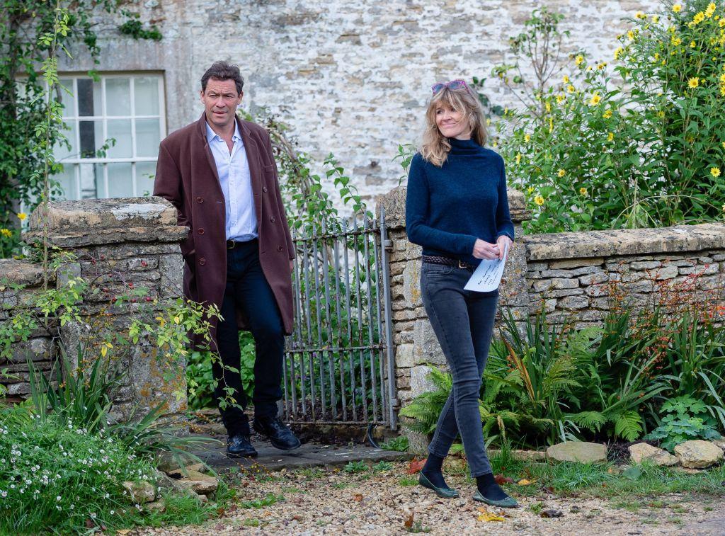 Dominic West și soția, în fața casei lor din Marea Britanie, după scandalul de infidelitate