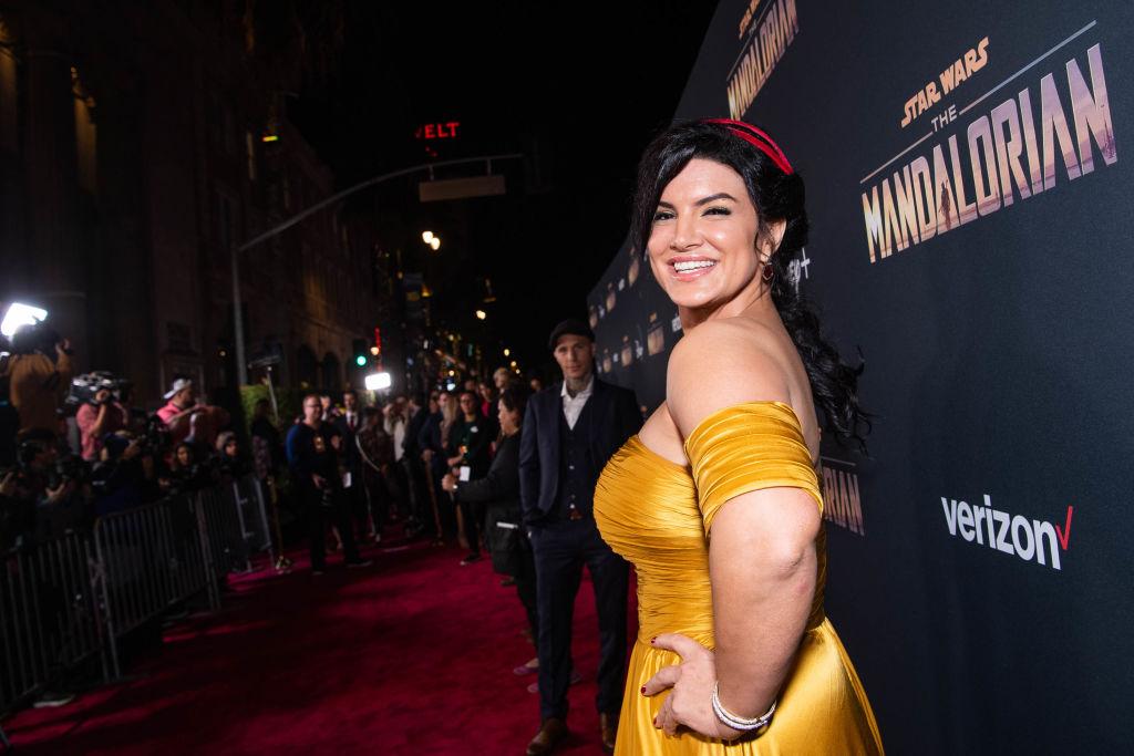 Gina Carano pe covorul roșu la premiera serialului The Mandalorian