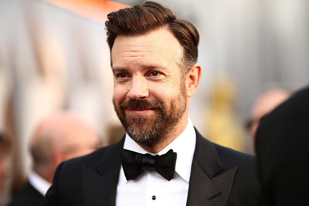 Jason Sudeikis, îmbrăcat elegant la un eveniment monden, nominalizat la categoria cel mai bun actor într-un serial TV la Globurile de Aur 2021