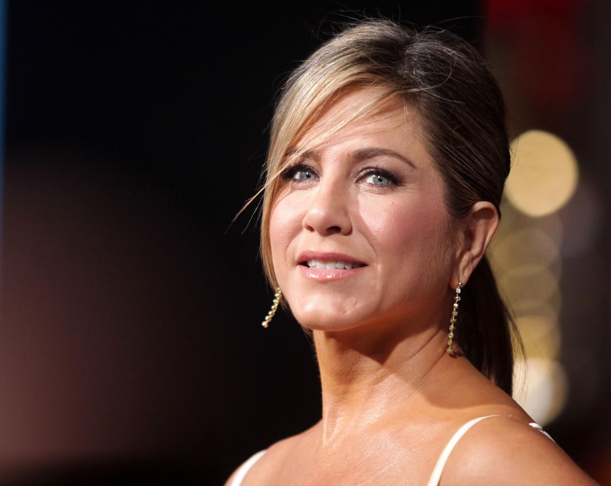 Jennifer Aniston, fotografiată pe covorul roșu, la un eveniment monden