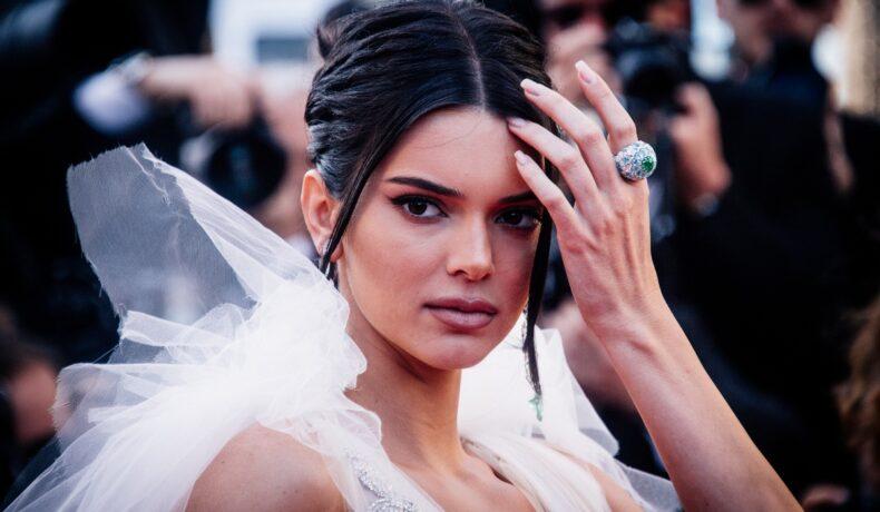 Kendall Jenner, superbă, într-o rochie cu volane, la ediția cu numărul 71 a Festivalului de Film de la Cannes