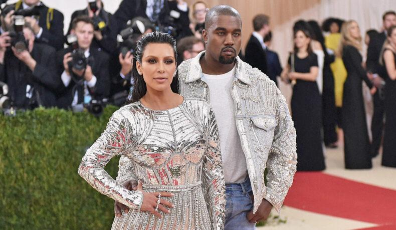 Kim Kardashian și Kanye West, la un eveniment de la Institutul Gala, pe covorul roșu