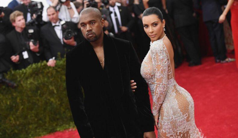 Kanye West și Kim Kardashian, fotografiați pe covorul roșu la Costume Institute Benefit Gala, în 2015