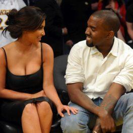 Kim Kardashian și Kanye West, surprinși la unul dintre meciurile de baschet ale echipei Lakers, în anul 2012