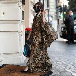 Lady Gaga, brunetă, fotografiată într-o ținută elegantă pe străzile Romei