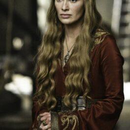 Lena Heady din Game of Thronescu părul lung, într-o rochie în sezonul doi