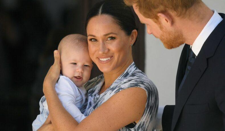 Meghan Markle, fotografiată altături de fiul său Archie și Prințul Harry, este însărcinată pentru a doua oară.