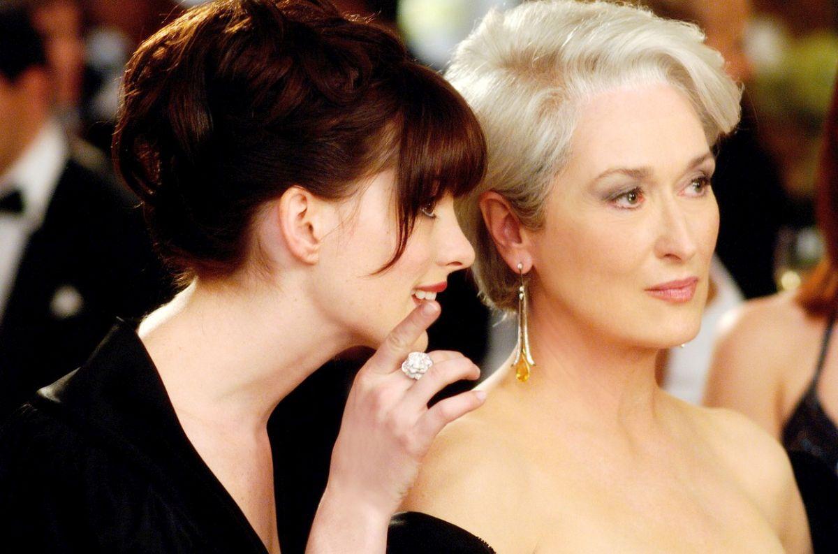 Meryl Streep și Anne Hathaway, fotografiate în timpul filmărilor The Devil Wears Prada, o producție despre femeile independente.