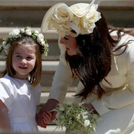 Prințesa Charlotte și Kate Middleton la o nuntă