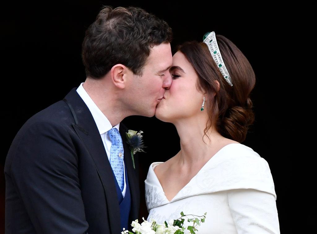 Prințesa Eugenie Jack Brooksbank la nunta lor, sărutându-se