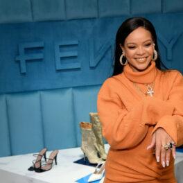 Rihanna într-un pulover portocaliu la lansarea liniei de cosmetige Fenty Beauty