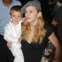 Rocco Richie, în brațele Madonnei, pe vremea când era numai un copil