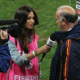 Sara Carbonero ia un interviu pe terenul de fotbal