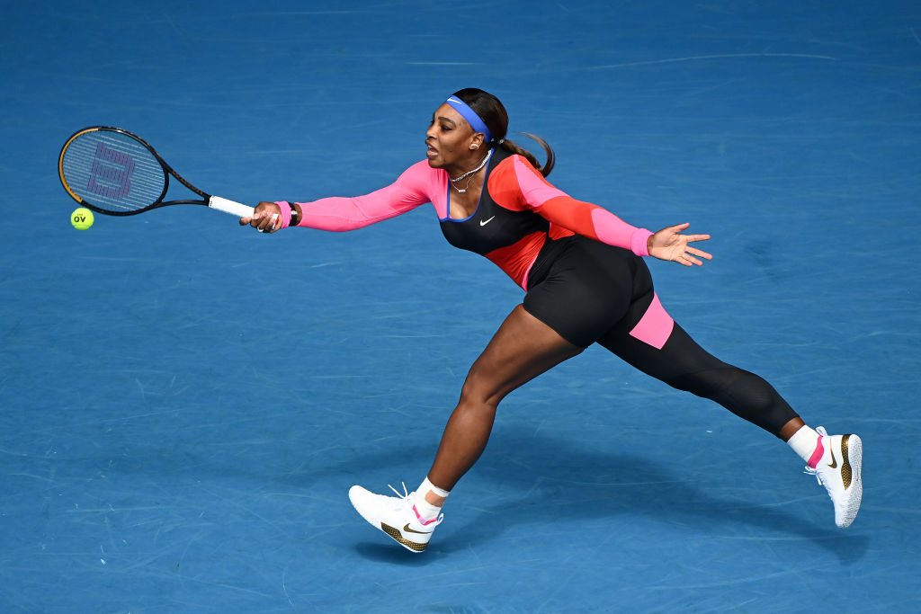 Serena Williams la Australian Open 2021 pe teren în costumul decupat