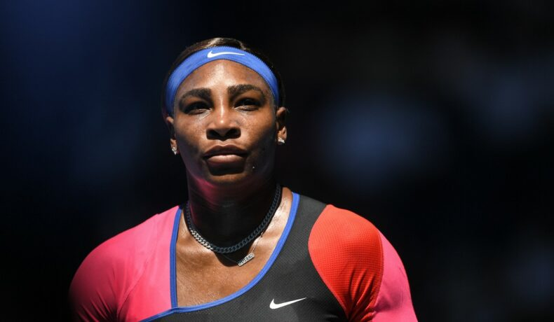 Serena Williams, într-un costum asimetric în nuanțe vibrante la Australian Open 2021