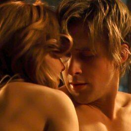 Scenă pasională de dragoste, între cei doi protagoniști ai filmului The Notebook, Noah și Allie.