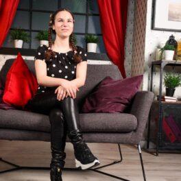 Andrada Precup, cu zâmbetul pe buze atunci când a aflat că este considerată un om puternic, la interviul CaTine.ro