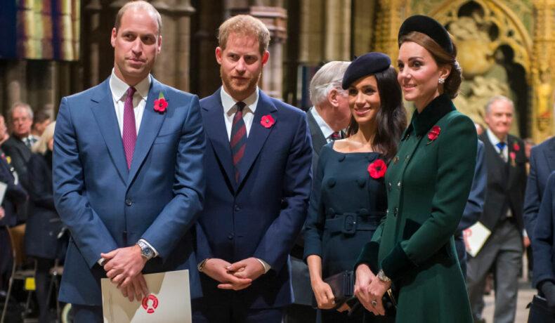 Ducii de Sussex și Ducii de Cmbridge împreună într-o biserică îmbrăcați elegant