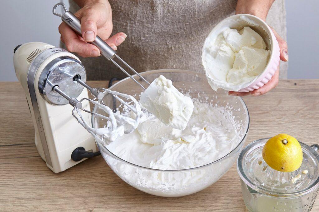 Bezea de albușuri cu mascarpone pentru cheesecake