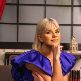 Cristina Vasiu, superbă, într-o rochie albastră, super elegantă