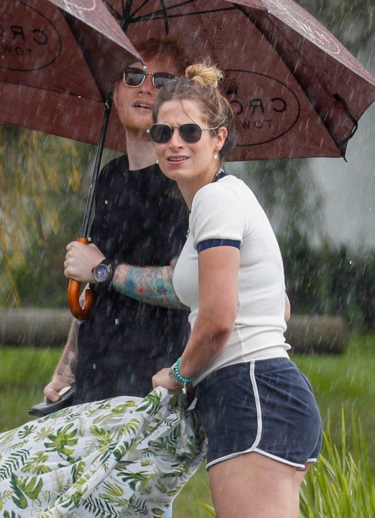 Ed Sheeran, la plimbare cu soția și fiica sa