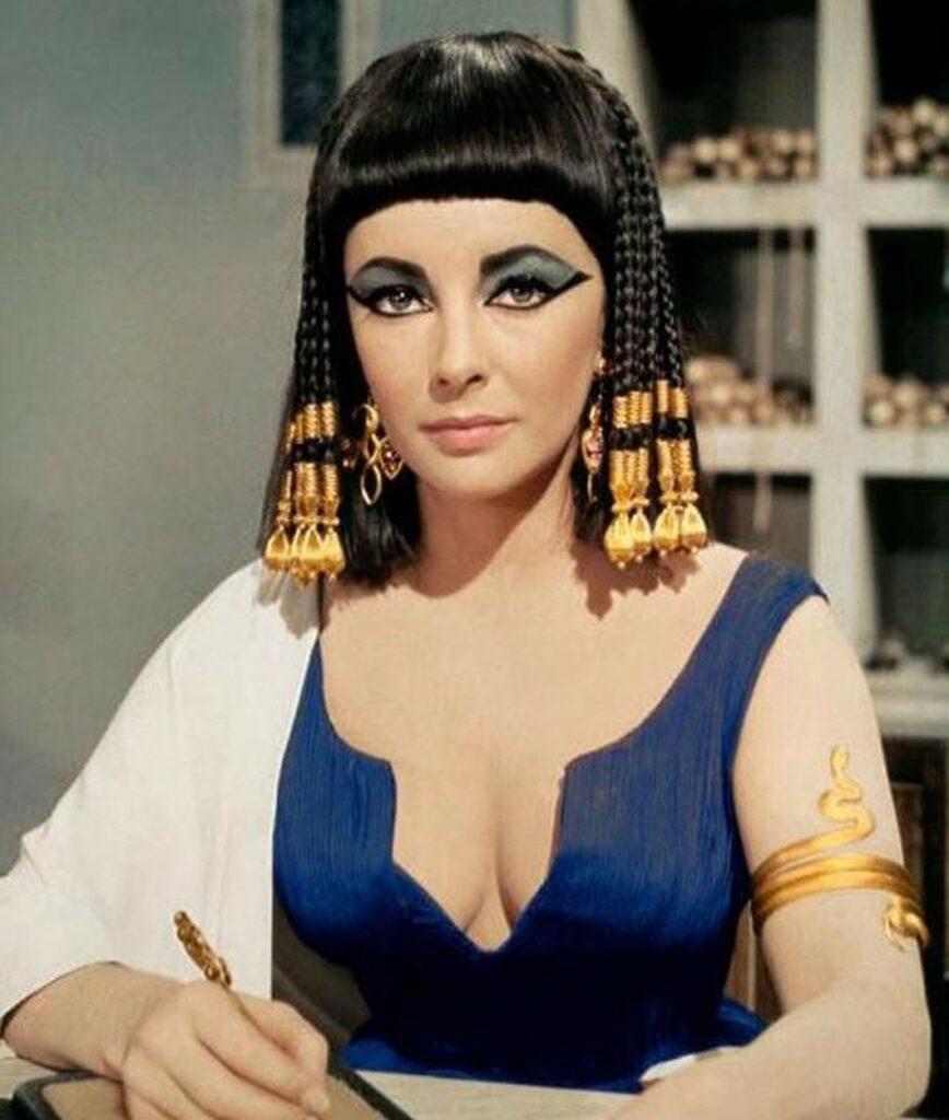 Elizabeth Taylor costumată ca Cleoptara