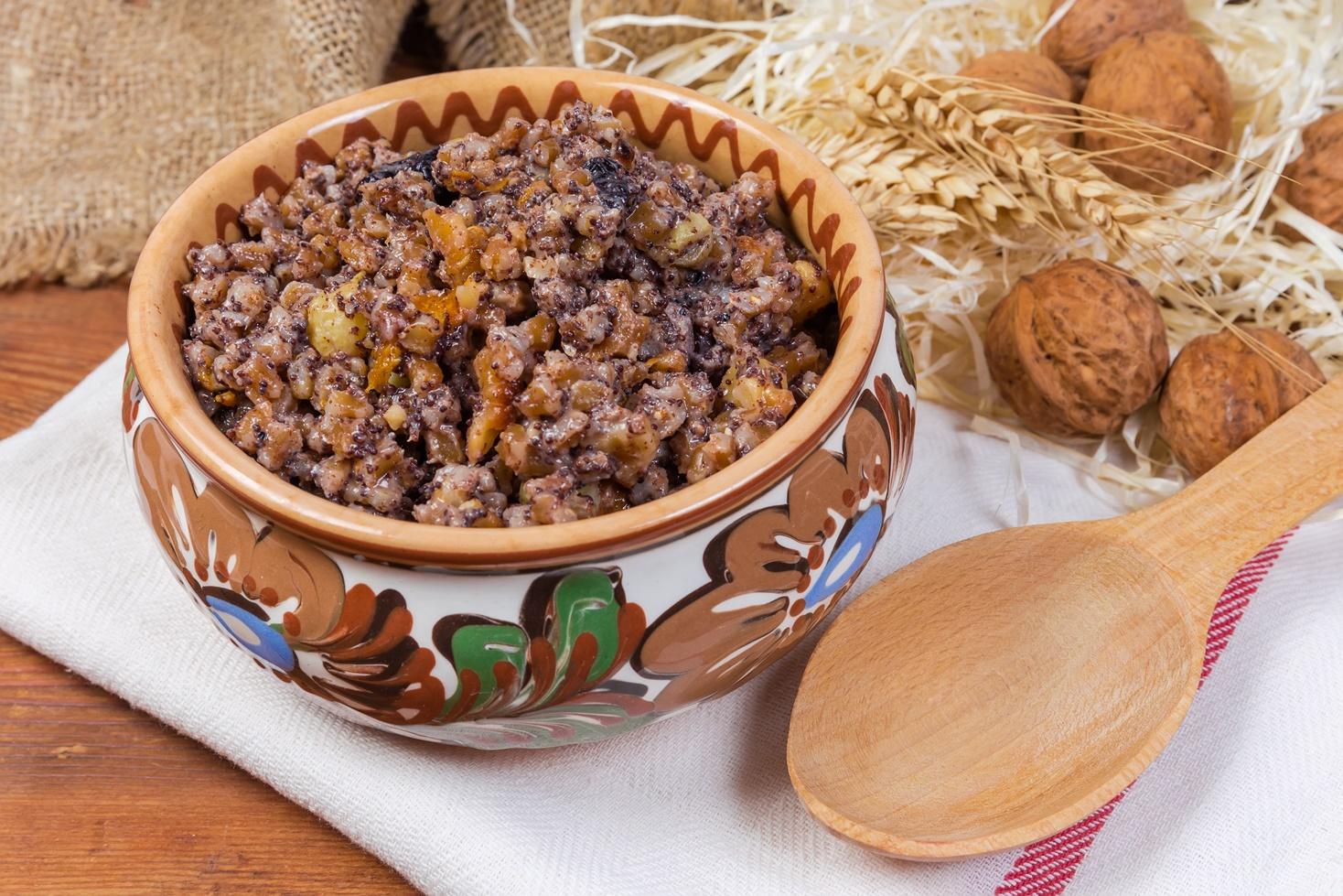Desert gustos și hrănitor din grâu fiert, într-un vas rustic