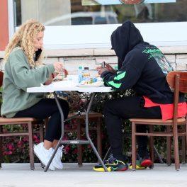 Jason Derulo, în timp ce ia masa în oraș cu iubita sa