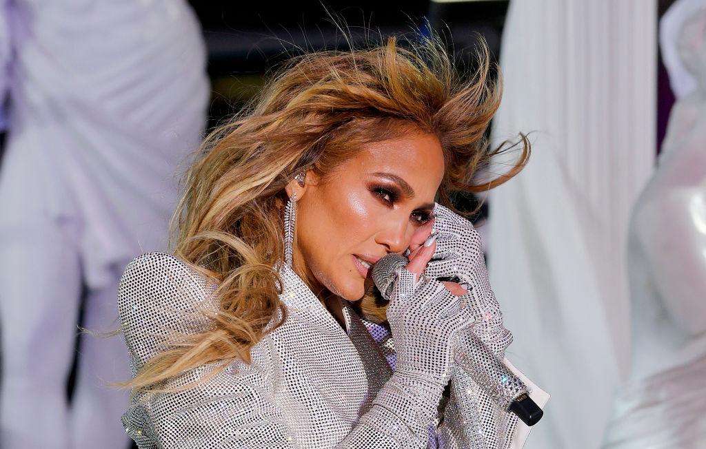 Jennifer Lopez, în timpul concertului din seara de Anul Nou, din Times Square