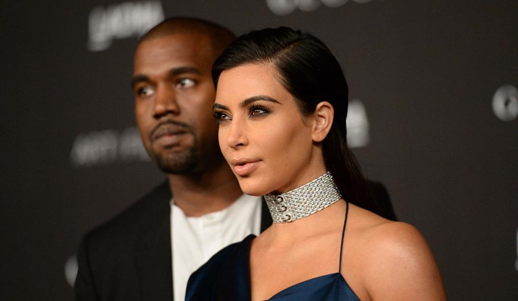 Kim Kardashian fotografiată alături de Kanye West pe covorul roșu
