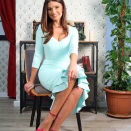 Olivia Păunescu, apariție impecabilă într-un studio de filmări, la interviul CaTine.ro