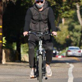 Prințul Harry, în timp ce se plimba cu bicicleta în Montecito, California