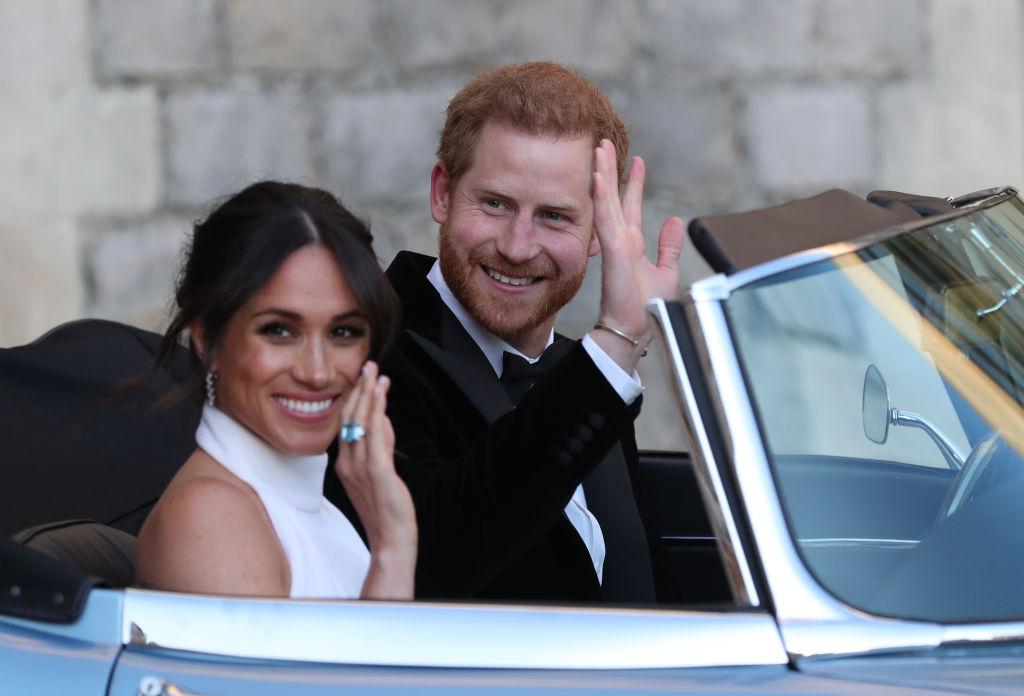 Prințul Harry și Meghan Markle, în timp ce salutau fanii la nunta lor de la Castelul Windso