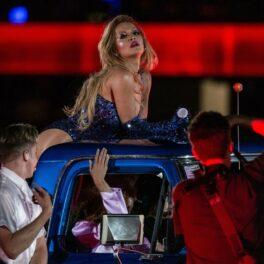 Rita Ora, dans lasciv, în timpul unui concert