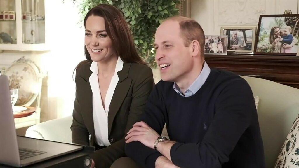 Kate Middleton, îmbrăcată într-un sacou kaki, în timpul unei conferințe online