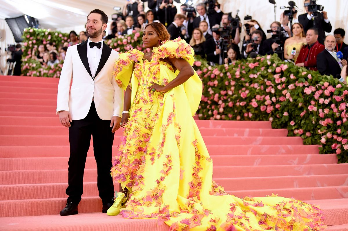 Serena Williams, într- rochie galbenă, la brațul soțului său, Alexis Ohanian, la MET Gala 2019