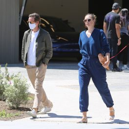 Maria Sharapova și logodnicul ei, pe stradă, în Los Angeles