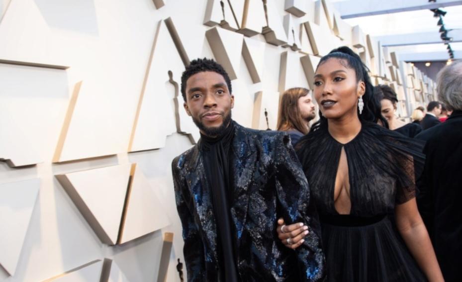 Chadwick Boseman pe covorul roșu alături de soția lui