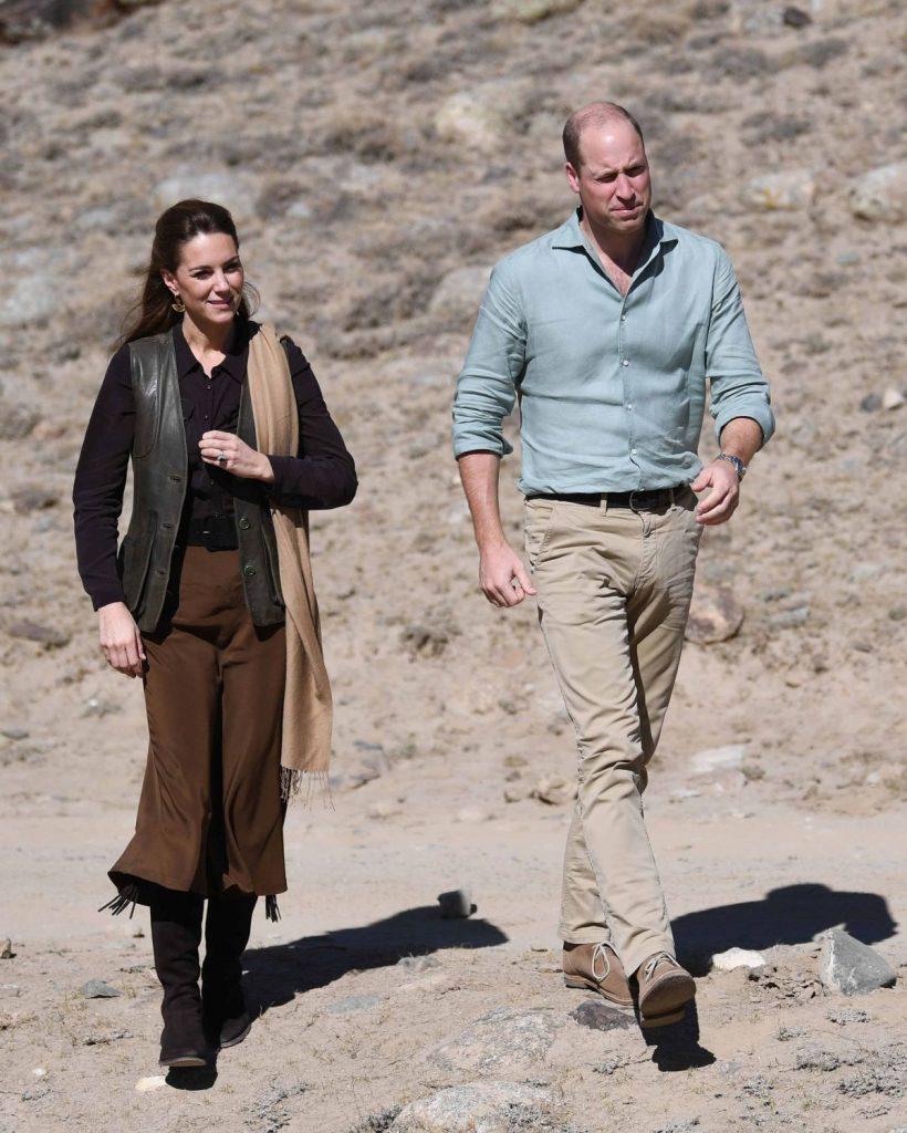 Ducele și Ducesa de Cambridge, în ținute lejere, în mijlocul deșertului